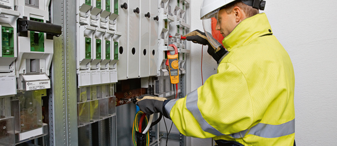 Uso sicuro dell'elettricità incl. corso intensivo di rianimazione (BLS-AED-SRC compatto)