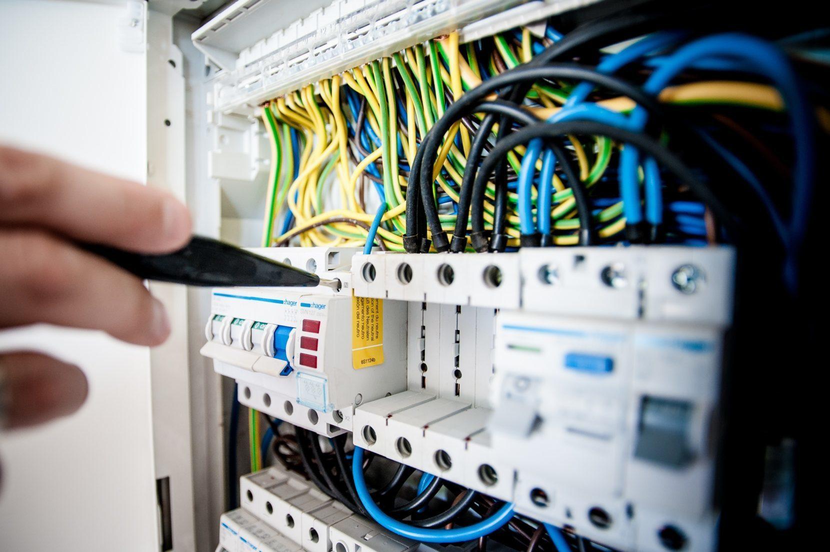 Apparecchiature assiemate di protezione e manovra – Electrosuisse